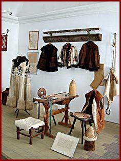 Magyar népművészet: A népi hímzések Wardrobe Rack, Shoe Rack, Furniture, Home Decor, Decoration Home, Room Decor, Shoe Racks, Home Furnishings, Home Interior Design