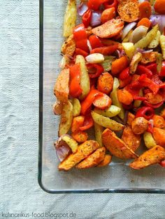 Buntes Ofengemüse mit Kräutermarinade Rezept: Knoblauchzehen,Olivenöl,Pfeffer,Rosmarin,Karotten,Paprika,Zwiebel,Süßkartoffeln,Kartoffeln