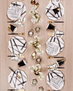 [Rebelle Black and White Brush Strokes Large Paper Plates Rebelle Schwarzweiss – Pinselstriche Pappteller Cm Party Plates, Party Tableware, Vase Deco, Gold Foil Paper, Steel House, Party Kit, Dinner Sets, Tablescapes, Table Settings
