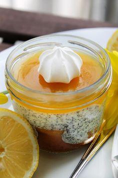 Zitronenkuchen im Glas - Dessert mit Mohncreme und Lemon Curd von StadLandFood