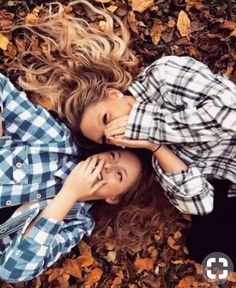 Best friend fall photoshoot insta photo, photoshoot ideas for best friends, poses with friends Best Friends Shoot, Best Friend Photos, Cute Friends, Best Friend Goals, Friend Pics, Photoshoot Ideas For Best Friends, Fall Friends, Best Friend Stuff, Autumn Photography