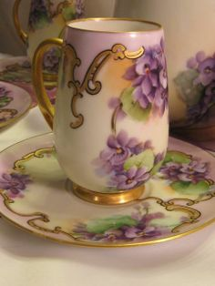 Violets Cup and Saucer Tea Cup Set, My Cup Of Tea, Cup And Saucer Set, Tea Cup Saucer, Café Chocolate, Teapots And Cups, Teacups, China Tea Cups, Tea Art