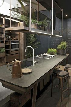 Love this kitchen!  The set up would be great for a green room!