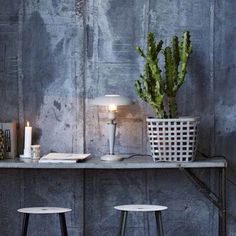 Make The look with Graphite and Old White Wallpaint from Annie Sloan mixed with water.
