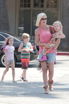Tori Spelling takes her kids Liam, Stella and Hattie grocery shopping on August 20, 2014