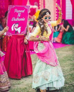 16 Ideas Creative Bridal Portraits Couple For 2019 Indian Wedding Photos, Indian Wedding Planning, Indian Wedding Photography, Mehendi Photography, Pre Wedding Poses, Pre Wedding Photoshoot, Wedding Stage, Wedding Shoot, Desi Wedding Decor