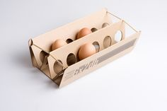 Cardboard Egg Packaging - The & Valicsek Egg Carton Cracks the Standard Mould (GALLERY) Changing what haven't changed for long years. Egg Packaging, Candle Packaging, Cool Packaging, Food Packaging Design, Packaging Design Inspiration, Brand Packaging, Retail Packaging, Packaging Ideas, Innovative Packaging