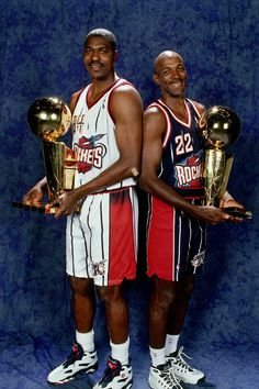 Let's bring the championship back to H-town! Drexler and his former University of Houston Alumni, Hakeem, display two of their NBA Champions with the Houston Rockets. Rockets Basketball, Houston Basketball, Nba Houston Rockets, Basketball Legends, Love And Basketball, Sports Basketball, Basketball Players, Basketball Diaries, Basketball Moves