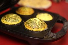 How to Make No Pastry Quiche Using a Pie Maker Recipe - Snapguide Mini Pie Recipes, New Recipes, Cooking Recipes, Quiche Recipes, Favorite Recipes, Quiche Pastry, Egg Tart, Mini Pies, Treats