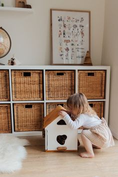 Kids' room design tips: Wallpaper, painting, furniture and colours for children's room décor; Renovating your son or daughter's room Harrison Design, Best Home Interior Design, Toy House, Halloween Costumes For Kids, Halloween Oreos, Boy Halloween, Nursery Wall Art, Nursery Ideas, Look Cool