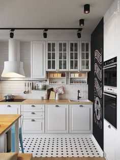 Fantastic Farmhouse Kitchen Backsplash Design Ideas And Decor 1 - kindledecor Small Modern Kitchens, Beautiful Kitchens, Home Kitchens, Kitchen Flooring, Kitchen Cabinets, Upper Cabinets, Kitchen Backsplash, Kitchen Interior, Kitchen Decor