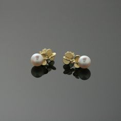 Sweets gold earrings, pearl | Chao & Eero shop