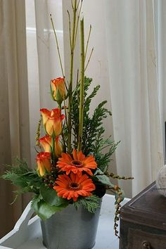 Lineair flower arrangement. Made by Mignon Rotgers