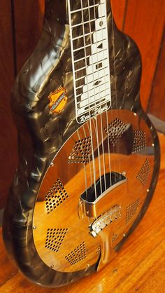 Grey mother of toilet seat. Mother of Toilet Seat finish. Resonator Guitar, Guitar Shop, Guitars, Toilet, Music Instruments, Student, Grey, Model, Gray
