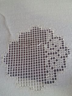Hardanger Embroidery, Embroidery Stitches, Bargello, Sewing, Tela, Vestidos, Burlap, Hemline, Stitching