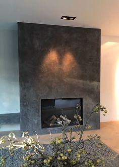 , Italiaanse verftechniek , , by Modern Fireplace Decor, Fireplace Tv Wall, Linear Fireplace, Concrete Fireplace, Fireplace Design, Tv Feature Wall, Grand Homes, Living Room Inspiration, Home Office Decor