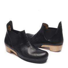 Jane - chelsea boot where can this be found? Bootie Boots, Shoe Boots, Shoe Bag, Ankle Boots, Only Shoes, Dansko Shoes, Clothes Horse, Sock Shoes, Black Boots