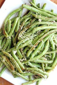 Oven Roasted Garlic Green Beans ~ 8 minutes to roast and so delicious! | 5DollarDinners.com