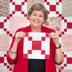 The Irish Change quilt is a twist on a classic design. Display your favorite squares in this gorgeous design and cre Missouri Star Quilt Pattern, Missouri Star Quilt Tutorials, Star Quilt Patterns, Star Quilts, Scrappy Quilts, Quilting Tutorials, Quilting Designs, Msqc Tutorials, Quilting Blogs