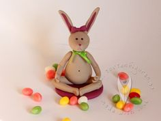 Yoga-Osterhase von www.tortenfiguren.at Cupcakes, Muffin, Yoga, Christmas Ornaments, Holiday Decor, Home Decor, Easter Bunny, Easter, Cup Cakes