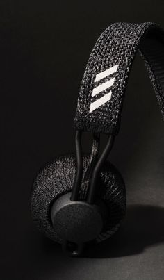 Industrial Design Trends and Inspiration - leManoosh Le Manoosh, Cute Headphones, Metal Texture, Apple Wallpaper, Motion Design, Minimal Design, Mesh Fabric, Textures Patterns, Industrial Design