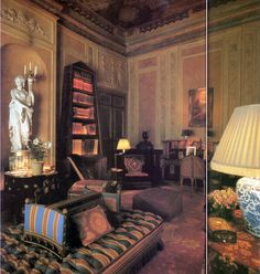 Geoffrey Bennison, Photographs by James Mortimer from The World of Interiors, July/August 1983 Inspiration Wand, Interior Inspiration, World Of Interiors, Cottage Interiors, Beautiful Interiors, Colorful Interiors, Carpentry And Joinery, Pretty Room, Art Of Living