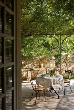* Chic Provence Interior Design and Provence Tours *: Le refuge provençal