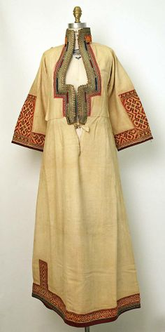 А female chemise from Demir Hisar district (Macedonia). Ca. 1900.