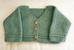 Chaquetita en verde con botones madera by Chorus Lains
