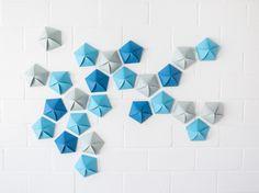 Tutorial DIY: Zrób geometryczny kalendarz adwentowy z papierowych pięciokątów przez DaWanda.com