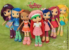 I desperately want the English pattern for these  Ягодный город - ягодный город,шарлотта земляничка,крючок,куколки,куклы