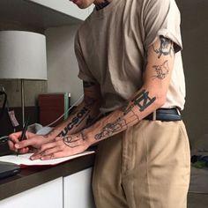 ⏩Chubster tattoo inspirations - Idée tatouage homme ⌨️tags for : - Rebellen Tattoo, Alien Tattoo, Jesus Tattoo, Sexy Tattoos, Body Art Tattoos, Tatoos, Male Hand Tattoos, Urban Tattoos, Arm Tattoos For Guys