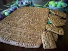 Cuneiform Gingerbread Tablets: Because sometimes a plan old biscuit calls for some ancient Assyrian script. Gingerbread Dough, Ancient Recipes, Old Recipes, Yummy Recipes, Bread Baking, Bread Food, Some Recipe, Geek Gifts, Yummy Eats