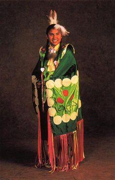 English 9 What is Pow Wow Native American Beadwork, Native American Tribes, American Indians, Native Americans, Folk Costume, Costumes, Powwow Regalia, American Day, Pow Wow