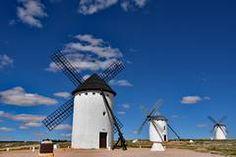 In Campo de Criptana stehen noch die weißen Mühlen, die Cervantes' Phantasie beflügelten.
