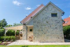 Házak, homlokzatok - Otti- burkolat,térkő,cementlap,kandalló,fedkő,lépcső,lábazat,kőkút Shed, Outdoor Structures, Backyard Sheds, Coops, Barns, Tool Storage, Barn