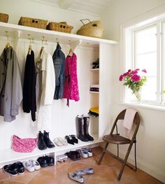 The built-in hall shelf that fits the newly built hall of the is easy to . Walk In Closet Inspiration, Interior Inspiration, Best Interior Design, Interior Decorating, Hallway Storage, Compact Living, Mudroom, Diy Furniture, Furniture Design