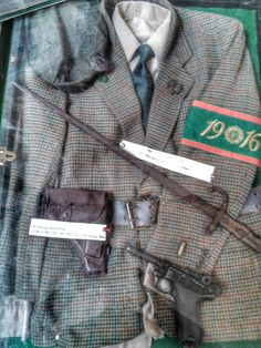 Irish Volunteer uniform and equipment, Dublin City Hall. Ireland 1916, Erin Go Braugh, Irish Republican Army, Army Gears, Easter Rising, The Mick, Army Hat, Fight For Freedom, Living On The Edge