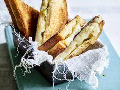 Croque met Zwitserse kazen, augurken en zilveruitjes - Libelle Lekker Een croque met extra veel kaas! Wrap Sandwiches, French Toast, Brunch, Veggies, Vegan, Breakfast, Food, Morning Coffee, Vegetable Recipes