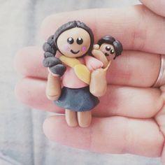Muñequita:indigena con bebe en Porcelana Fria