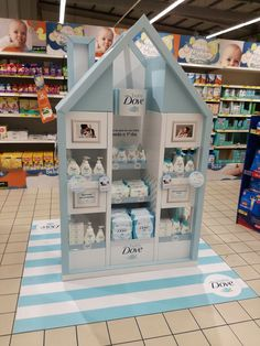 Baby Dove Retail on Behance Retail Display Shelves, Pos Display, Display Design, Store Design, Display Window, Pos Design, Baby Design, Retail Design, Merchandising Displays
