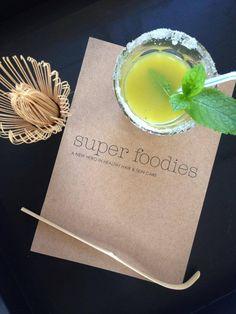 Oolaboo superfoodies, orange juice with matcha tea, mint and ice Healthy Hair, Healthy Food, Healthy Recipes, Cold Food, Cold Meals, Orange Juice, Fun Drinks, Matcha, Hair Care