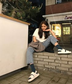 ulzzang 얼짱 girl cute kawaii adorable pretty beautiful hot fit korean japanese asian soft aesthetic 女 女の子 g e o r g i a n a : 人 Korean Aesthetic, Aesthetic Girl, Aesthetic Clothes, Mode Ulzzang, Ulzzang Korean Girl, Ulzzang Fashion, Asian Fashion, Japanese Fashion Street Casual, Best Photo Poses