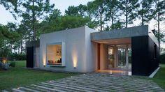 Con un clima acogedor y la vez contemporáneo, esta casa realizada por Nicolas Bechis, se destaca por su funcionalidad e integración con el paisaje.