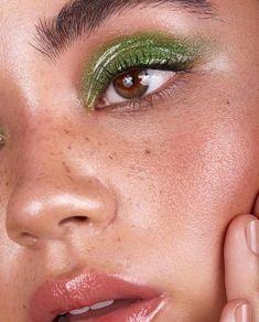 Glossy Eyes, Glossy Makeup, Skin Makeup, Eyeshadow Makeup, Eyeshadow Palette, Blue Eyeshadow, Faux Freckles Makeup, Younique Eyeshadow, Makeup Palette