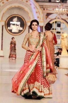 9e6440fb4f32a 56 Best ways to drape dupatta   saree images