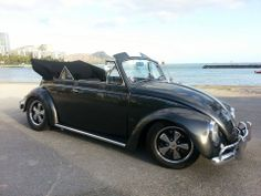 Randy L Perez, Hawaï, Honolulu. Member of Hawaiian VW Outlaws and VW Club of Hawaii. 1967 Charcoal Gray VW Convertible, 1835cc / 48ida webbers with straight cut gears. Freeway flyer Transmission. Follow him at @eyesoos