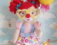 Palhacinha com bexiga festa circo menina