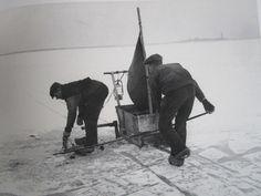 Amsterdam januari 1929, spieringvissers op het Buiten IJ