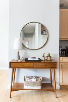 Spotted: The mid-century console from west elm Interior Design Ideas Brooklyn Luna Grey Park Slope Retro Home Decor, Cheap Home Decor, Mid Century Console, Mid Century Desk, Mid Century Style, Mid Century Furniture, Mid Century Modern Living Room, Vintage Modern Living Room, Mid Century Modern Mirror